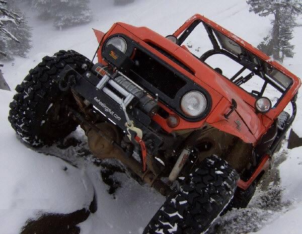 funny-rocks-fj40-snow
